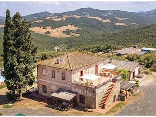 2 bedroom Apartment in Serra, Tuscany, Italy - 5540373