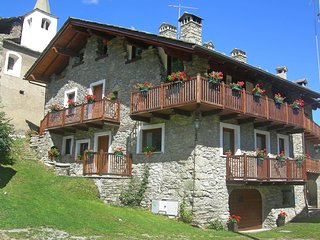2 bedroom Apartment in Ville Sur Sarre, Aosta Valley, Italy : ref 5553089