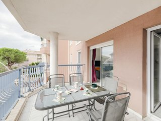 2 bedroom Apartment in Fréjus-Plage, Provence-Alpes-Côte d'Azur, France : ref 56