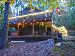 Haven Haus - 3 BR/2BA - Huge lot, Hot Tub, Fire Pit