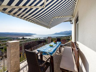 4 bedroom Apartment with Air Con, WiFi and Walk to Beach & Shops - 5638829