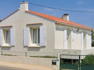 2 bedroom Villa in Jard-sur-Mer, Pays de la Loire, France : ref 5522481