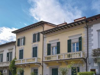 2 bedroom Apartment in Viareggio, Tuscany, Italy : ref 5545548