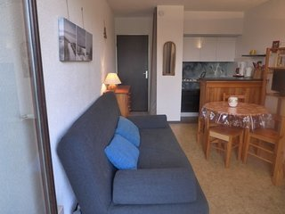1 bedroom Apartment with Walk to Beach & Shops - 5049997