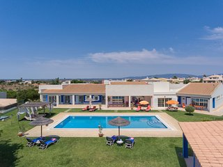 4 bedroom Villa in Montes de Alvor, Faro, Portugal : ref 5680765