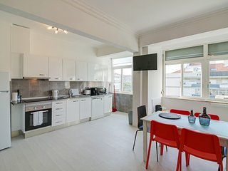 Modern & Bright 2bed apartment with views