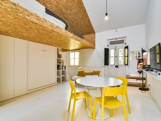 The Mezzanine House in Lisbon