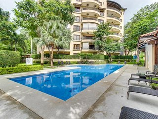 Modern condo w/ shared pool, entertainment & more - walk to the beach!