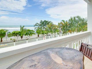 Oceanfront condo w/ ocean views, shared pool & balcony - walk to the beach!