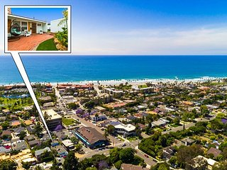 Classic Beach Condo, Private Outdoor Living, Walk to Beach + Town