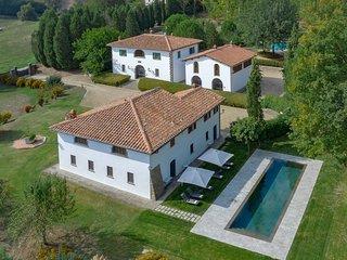 Villa Accioly 11 + Villa Pozzo Antico - Combination of three houses in a small T