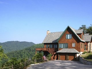 Hawks Haven / Amazing views, Game Rm, log & timber lodge - H'ville, Lake Lure, A