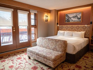 NEW King Suite - Amazing Mountain Views, Fireplace, Free Breakfast!