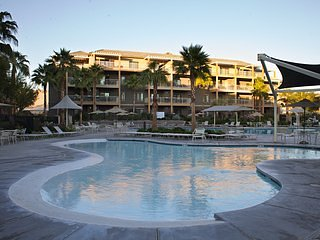 Indio 2 Bedroom close to Golf, Coachella, StageCoach w/ 2 pools and a bbq area