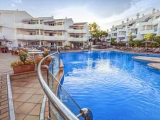 Málaga 2BR - Idyllic Spanish Retreat with Utmost Comfort, Resort Pool!