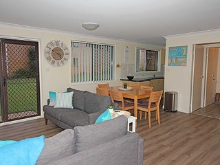 3 'Sharon Court', 11 Weatherly Close - great unit so close to the water