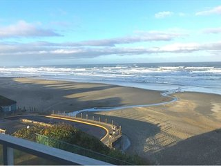 Second-Floor Oceanfront Condo Has Spectacular Views of Newport's Nye Beach!