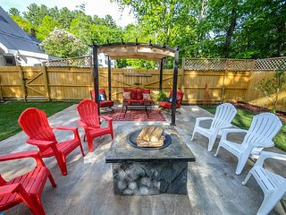 3BR in N Conway Village - Private Back Yard w/ Fire Pit. Walk to Restaurants!
