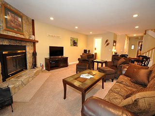 Immaculate 4BR Condo w/ Cranmore Views! 2 Living Rooms,Cable, WiFi, Games!