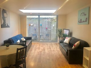 Brick Lane Balcony apartment in Tower Hamlets with WiFi, balcony & lift.