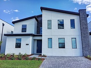 GOLDEN SUNRISE: ** Brand-new ** 9 bedroom house 15 mins away from Disney!!
