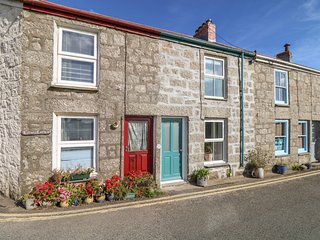 2 SOUTH PLACE, pet-friendly, near Mousehole