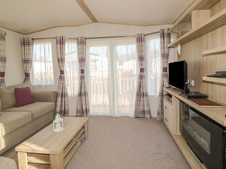 THE HIDEAWAY, open-plan, near Lake District National Park, Cockermouth 2.5 miles