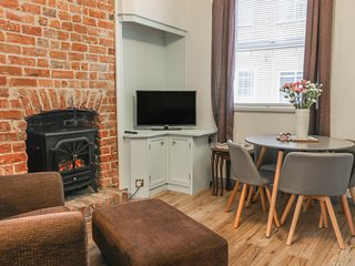 OGLE COTTAGES, open-plan, dog friendly, Flamborough