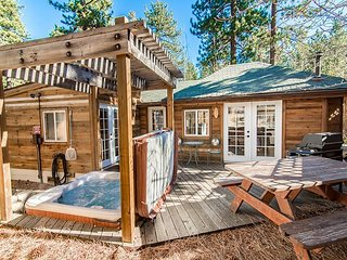 1BR Updated Lake Tahoe House with Hot Tub – On Bus Route to Casinos