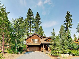 3BR w/ Deck & Fire Pit - Near Skiing, Golf & Water Sports, Adjacent to Park