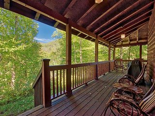 2 BD 2.5 BA wLoft Private Cabin Near Parkway Rushing Creek Foos Ball Internet