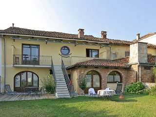 1 bedroom Apartment in La Morra, Piedmont, Italy : ref 5443195