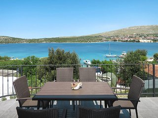 2 bedroom Apartment in Baselovici, Sibensko-Kninska Zupanija, Croatia : ref 5437