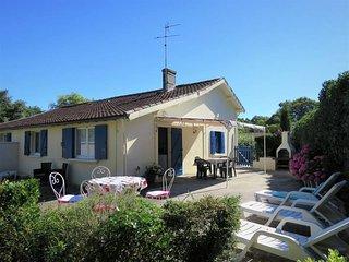 2 bedroom Villa in Jau-Dignac-et-Loirac, Nouvelle-Aquitaine, France : ref 543487