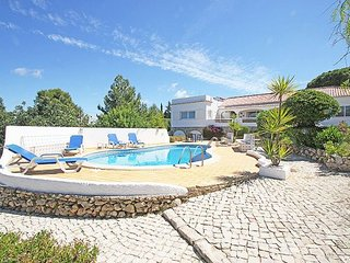 4 bedroom Villa with Pool, Air Con, WiFi and Walk to Shops - 5238858