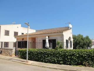 3 bedroom Villa with Air Con and Walk to Beach & Shops - 5649768