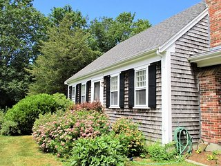 CLASSIC CAPE IN EAST ORLEANS! CLOSE TO NAUSET BEACH! PET FRIENDLY!