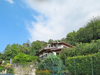 1 bedroom Apartment in Porto Valtravaglia, Lombardy, Italy : ref 5440972