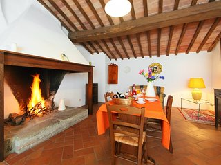 1 bedroom Apartment in Monte San Savino, Tuscany, Italy : ref 5055621