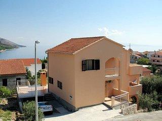 2 bedroom Apartment in Okrug Gornji / Bušinci, Splitsko-Dalmatinska Županija, Cr
