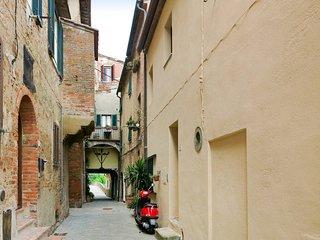 2 bedroom Apartment in Peccioli, Tuscany, Italy : ref 5669053