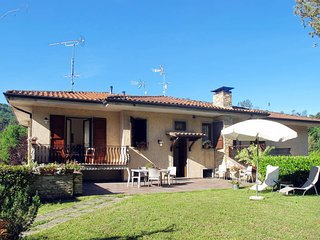 2 bedroom Apartment in Pescaglia, Tuscany, Italy : ref 5447201