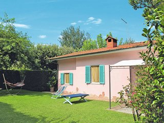 2 bedroom Villa in Capanne-Prato-Cinquale, Tuscany, Italy - 5447696