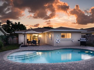 Brand New!! STARFISH COTTAGE - Upscale, Close to Beach, Heated Pool, Amenities