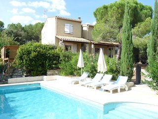 Maison de la Diversite, villa with heated pool walking distance to village