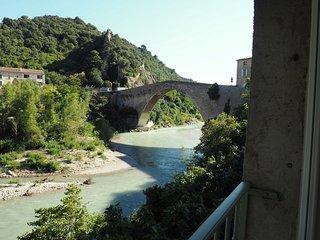 Unique à Nyons Centre, Vue pont roman, 2p. à neuf, Jardin, Accès privé rivière