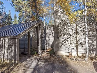 GH#155 Charming and Comfortable Cabin Set Among the Aspens, Walk to Lodge