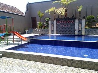Villa Di Batu Fasilitas Terlengkap | ISTANA Villa Batu