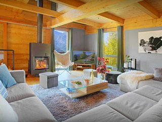 Spacious 4* ski chalet for 11 - hot tub, games room, views - OVO Network