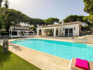 4 bedroom villa heated pool 2nd line beach, Puerto Cabopino, Marbella